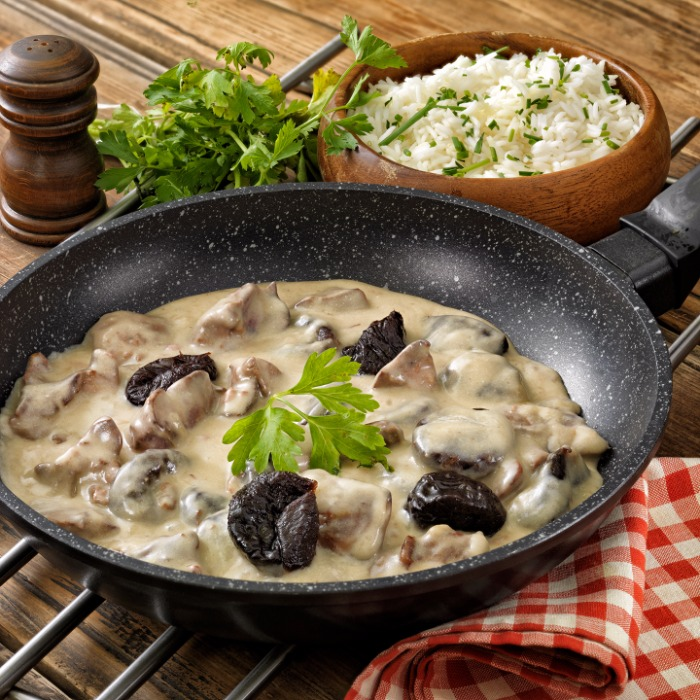 Chicken liver with prunes